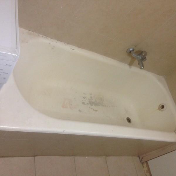 אמבטיה חלודה לפני