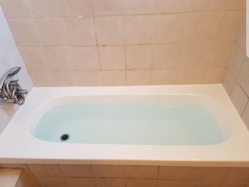 אמבטיה שעברה חיפוי לאחר חלודה