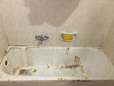 אמבטיה חלודה