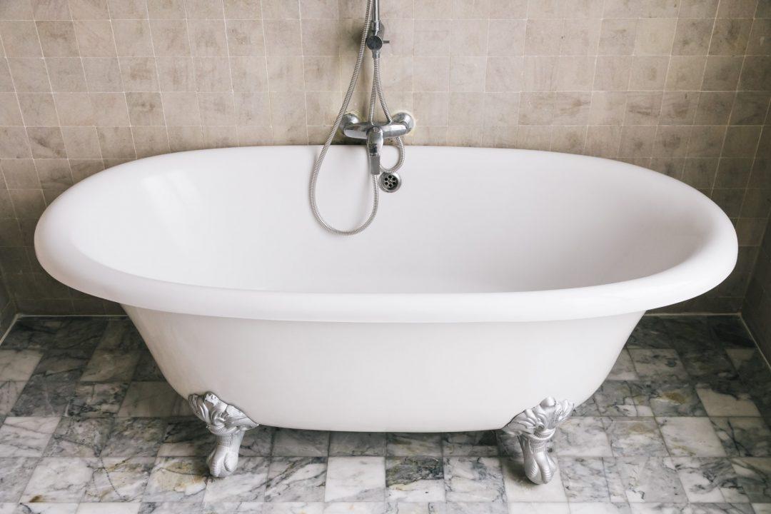 אמבטיה צבועה לאחר שיפוץ